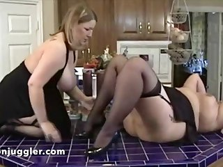 the stepdaughter loves to eat mature pussy