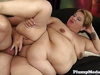 Mature BBW blows cock before getting fucked