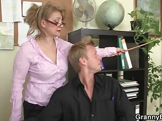 Hot office sex with mature mega-bitch