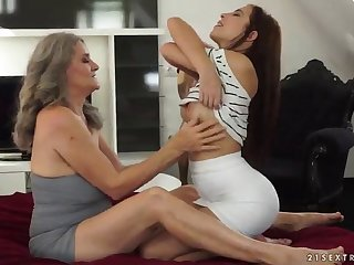 cuddly mature lesbian granny getting her pussy licked then fingered close up