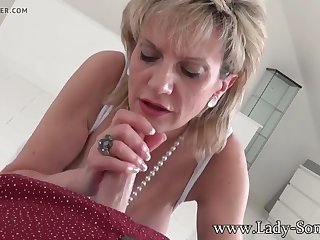 mature british beauty lady sonia sucking a hard cock