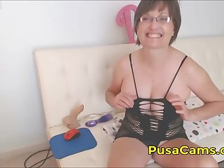 sweet talking mature milf with big tits